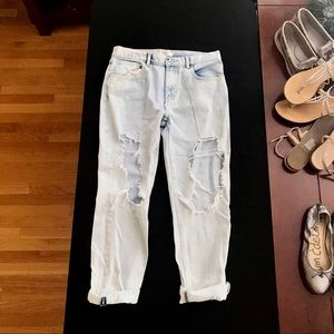 Forever 21 Distressed Light-Wash Boyfriend Jean